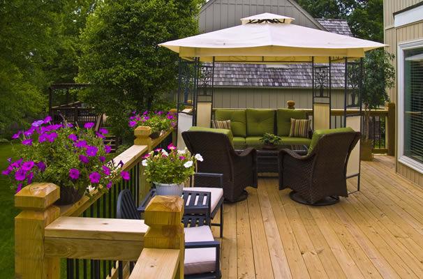 Natural Wood Deck Builder of Kansas City